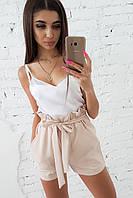Комплект: Бежевые шорты с оборкой и белая шелковая майка