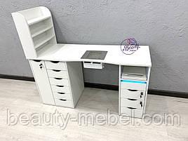 Маникюрный стол с УФ-лампой и мощной вытяжкой