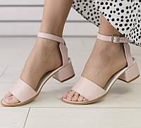 Модные женские светлые кожаныебосоножки на невысоком квадратном каблуке пудра IN74VR10SE