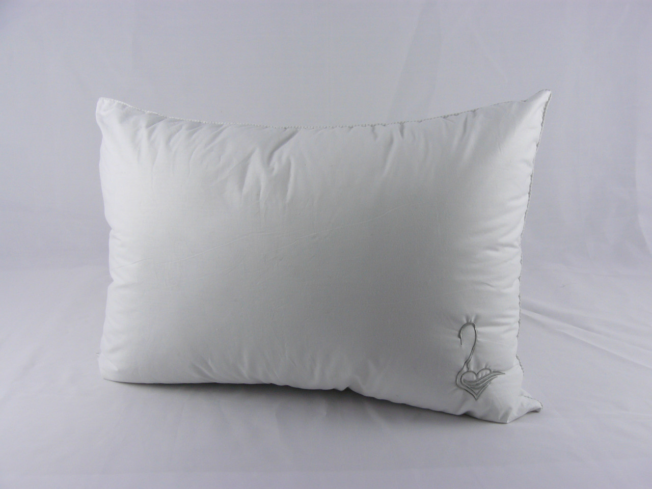 """Подушка VIVA """"Лебедь"""" 50х70, тик белый, вышивка, искусственный пух"""