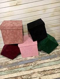 Квадратні велюрові подарункові коробки