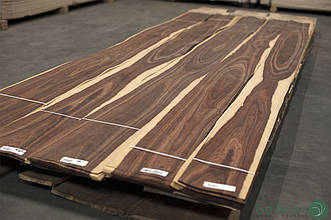 Шпон Гренадилло (натуральный) - 0,6 мм 2,10 м+/10 см+ (Logs)
