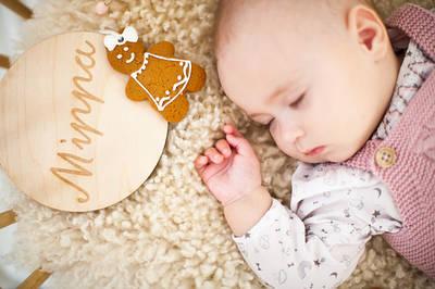 Ножки для крестных родителей, таблички для новорожденных, медальки
