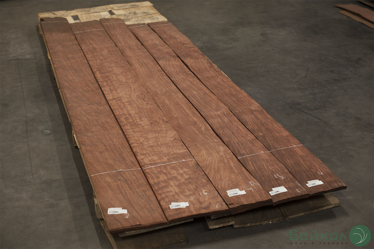 Шпон Бубинга Кевазинго - 0,6 мм 2,10-2,55 м/10 см+ (Logs)