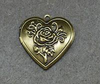 Медальон сердечко на 2 фото