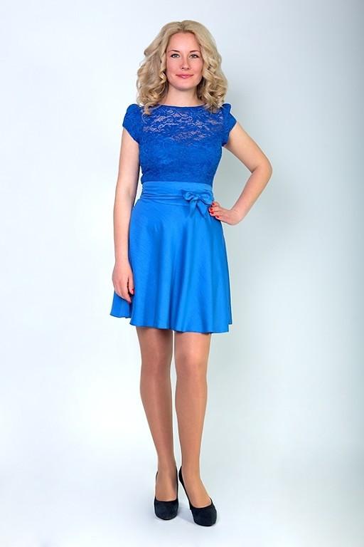 Яркое молодежное женское платье