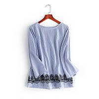 Блузка женская в полоску с кружевным узором в наличии