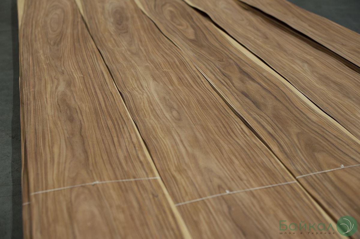 Шпон Палисандр Сантос  (натуральный) Logs - 0,6 мм 2,10 м+/10 см+