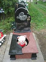 Дитячий пам'ятник двох кольорів з граніту у вигляді серця