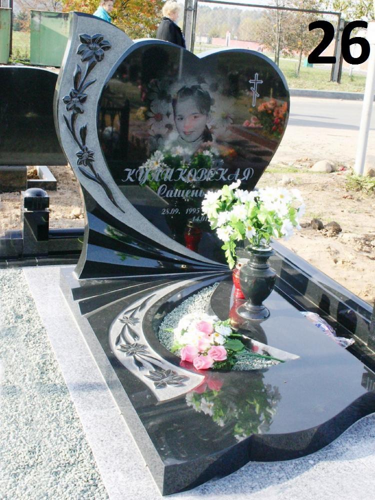 Дитячий пам'ятник велике серце із граніту на могилу