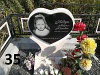Дитячий пам'ятник на могилу серце із граніту