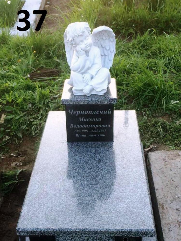 Детский памятник с янгольятком и цветник закрыт из гранита на могилу