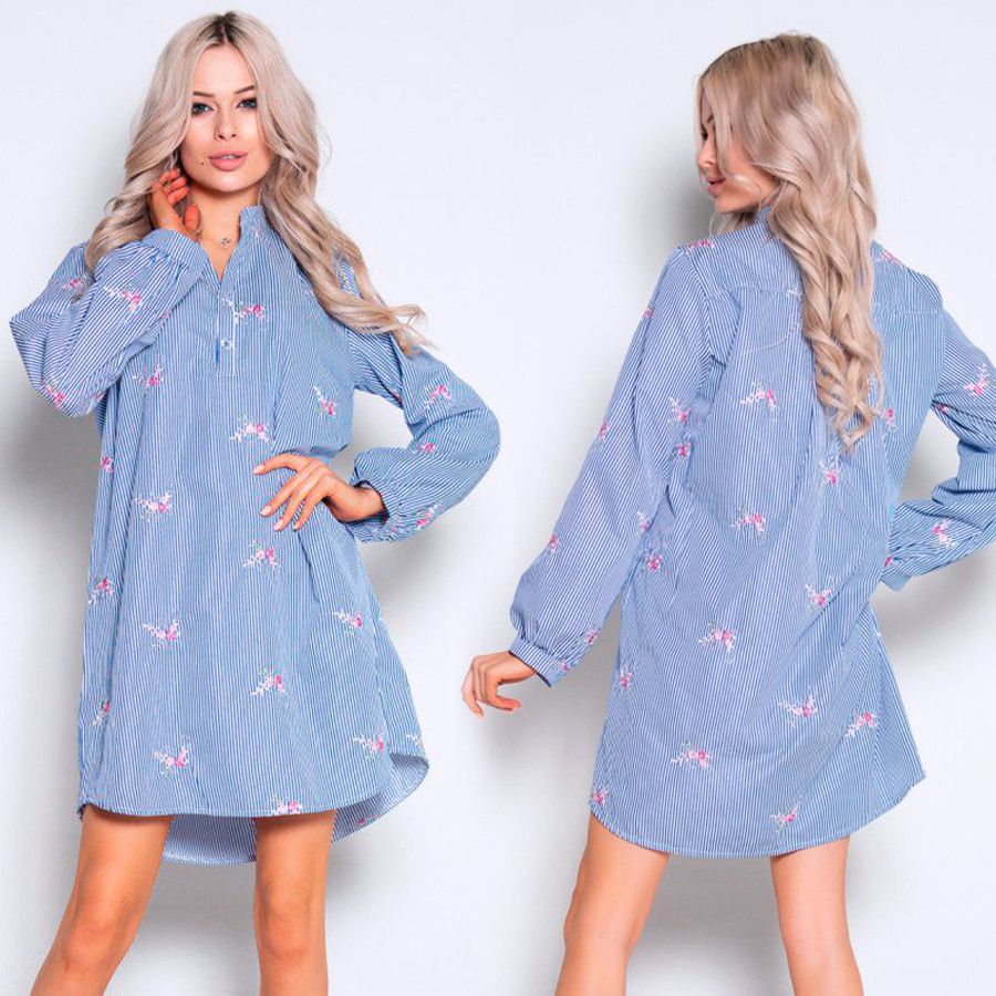 Сине-белое свободное платье с вышивкой