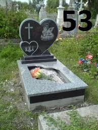 Дитячий пам'ятник на могилу серце із граніту на кладовище