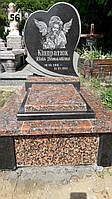 Дитячий пам'ятник серце і закритий цвітник із граніту на могилу