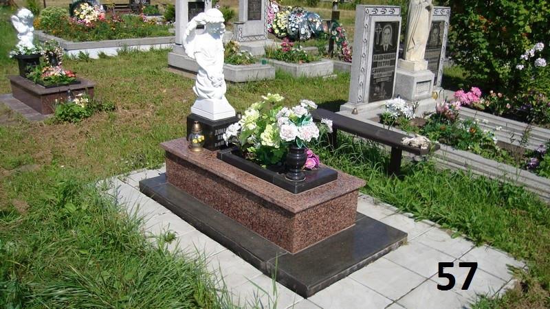 Дитячий пам'ятник на кладовие із червоного граніту комплект