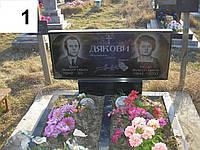 Подвійний пам'ятник вертикальний з квітником на могилу