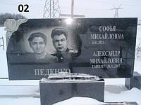 Подвійний пам'ятник на мгилувертикальний з квітником на кладовище