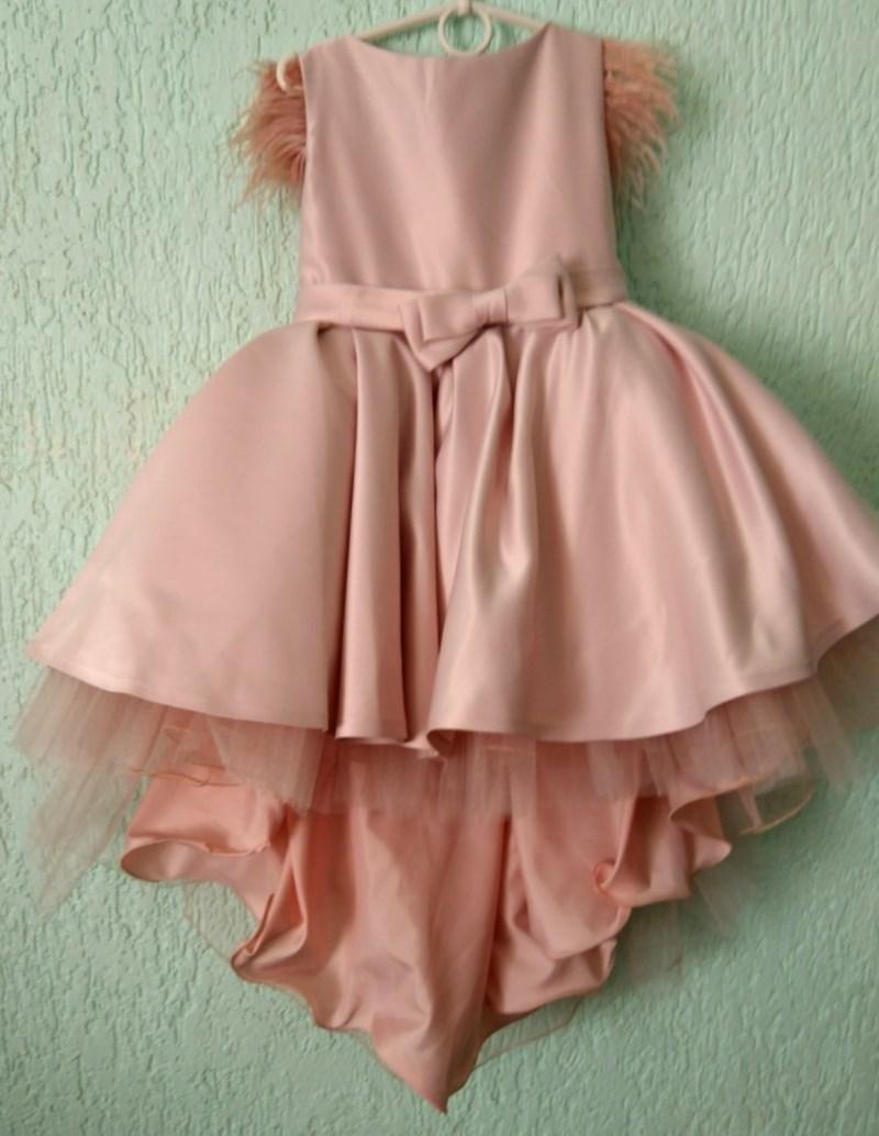 Платье нарядное со шлейфом пудровое для девочки на 5-7 лет