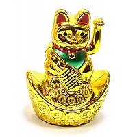 Кошка Манэки-нэко машущая лапой на чаше богатства(9,5х6,5х4,5 см)(батарейка в комплект не входит)A