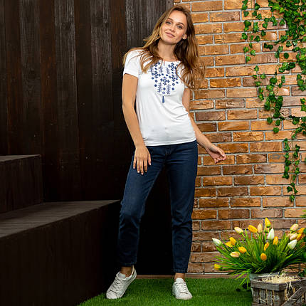 Белая женская футболка вышиванка Орнамент синий, фото 2