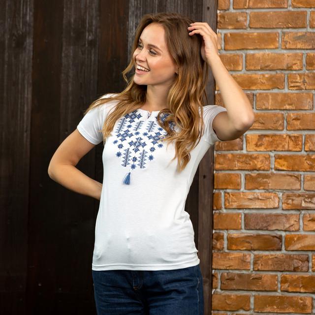 Белая женская футболка вышиванка Орнамент синий