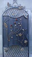Кованая дверь с цветами и листьями