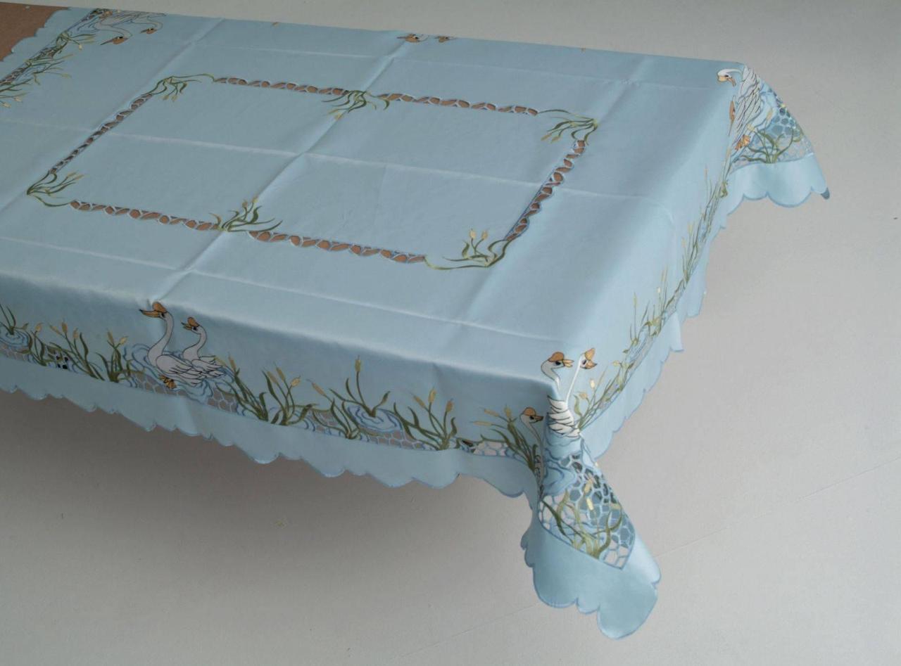 Скатерть на стандартный раздвижной стол 160*220 голубой лебедь