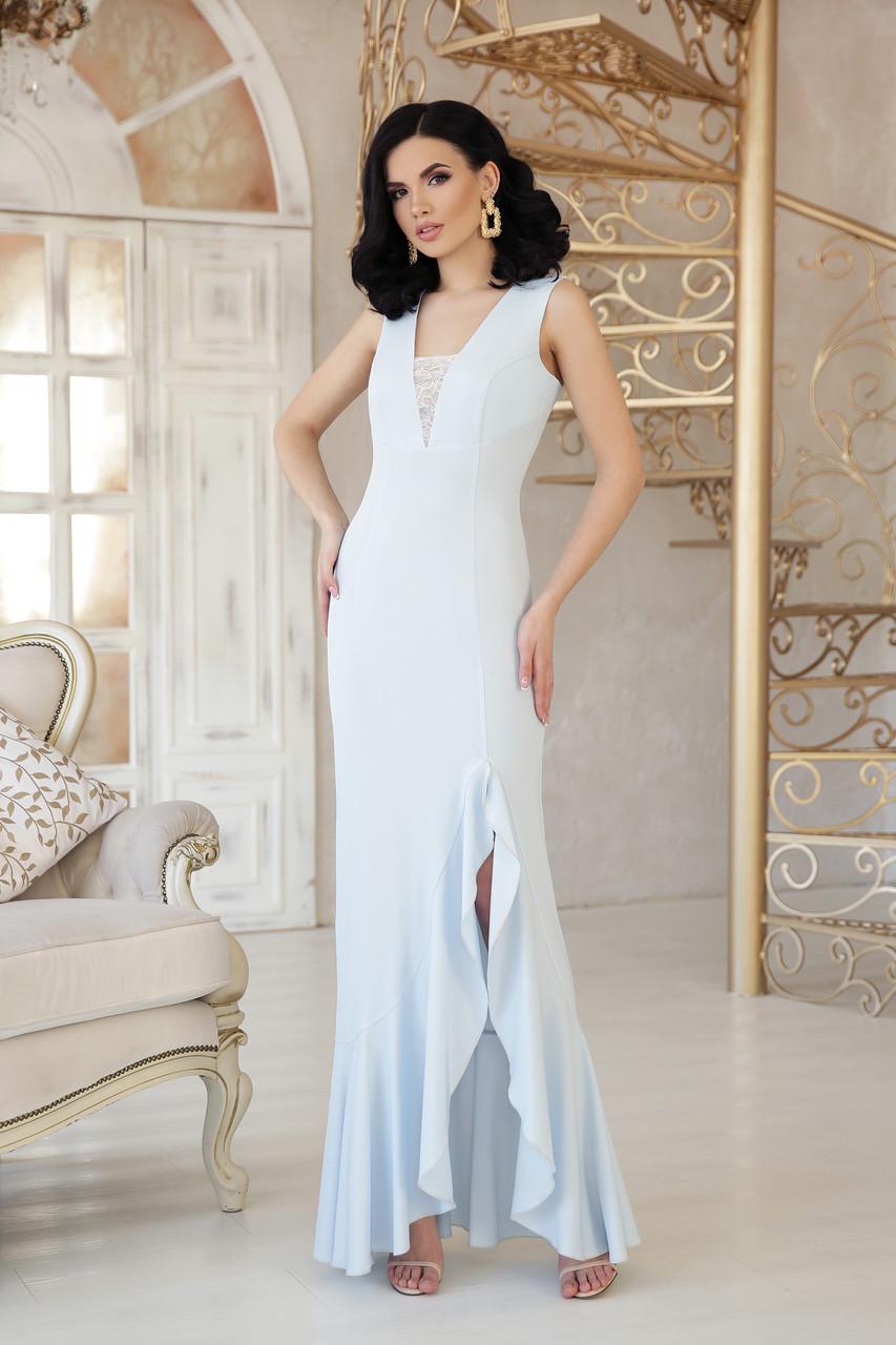 Вечернее длинное платье с разрезом от бедра и широким воланом Этель к/р голубое