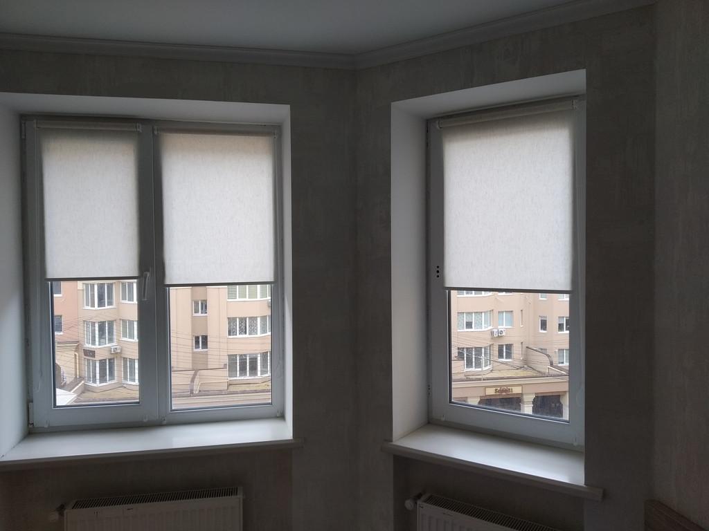 Рулонные шторы Flax в квартиру. Тканевые ролеты Флекс кухня