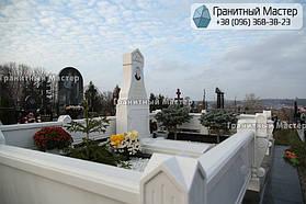 Памятник из белого мрамора женщине в с. Хотов, Киевской обл.  25