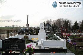 Памятник из белого мрамора женщине в с. Хотов, Киевской обл.  29