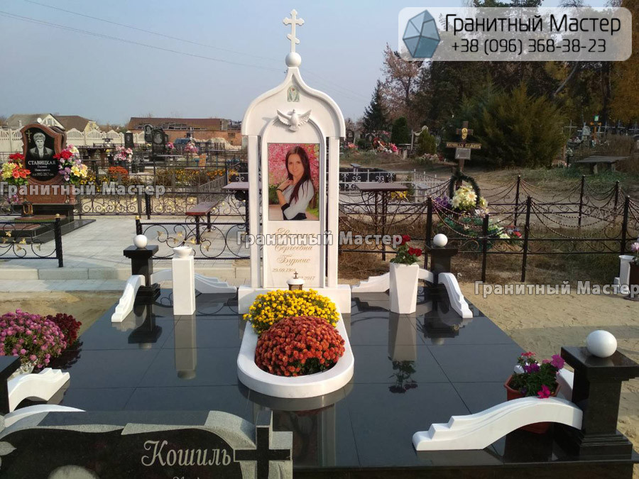 Памятник из гранита и мрамора молодой девушке. Сумская обл. г. Ахтырка
