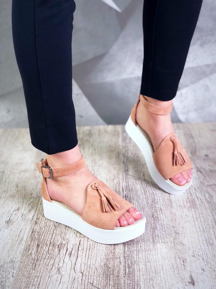 Женские замшевые босоножки на высокой подошве в стиле Zara