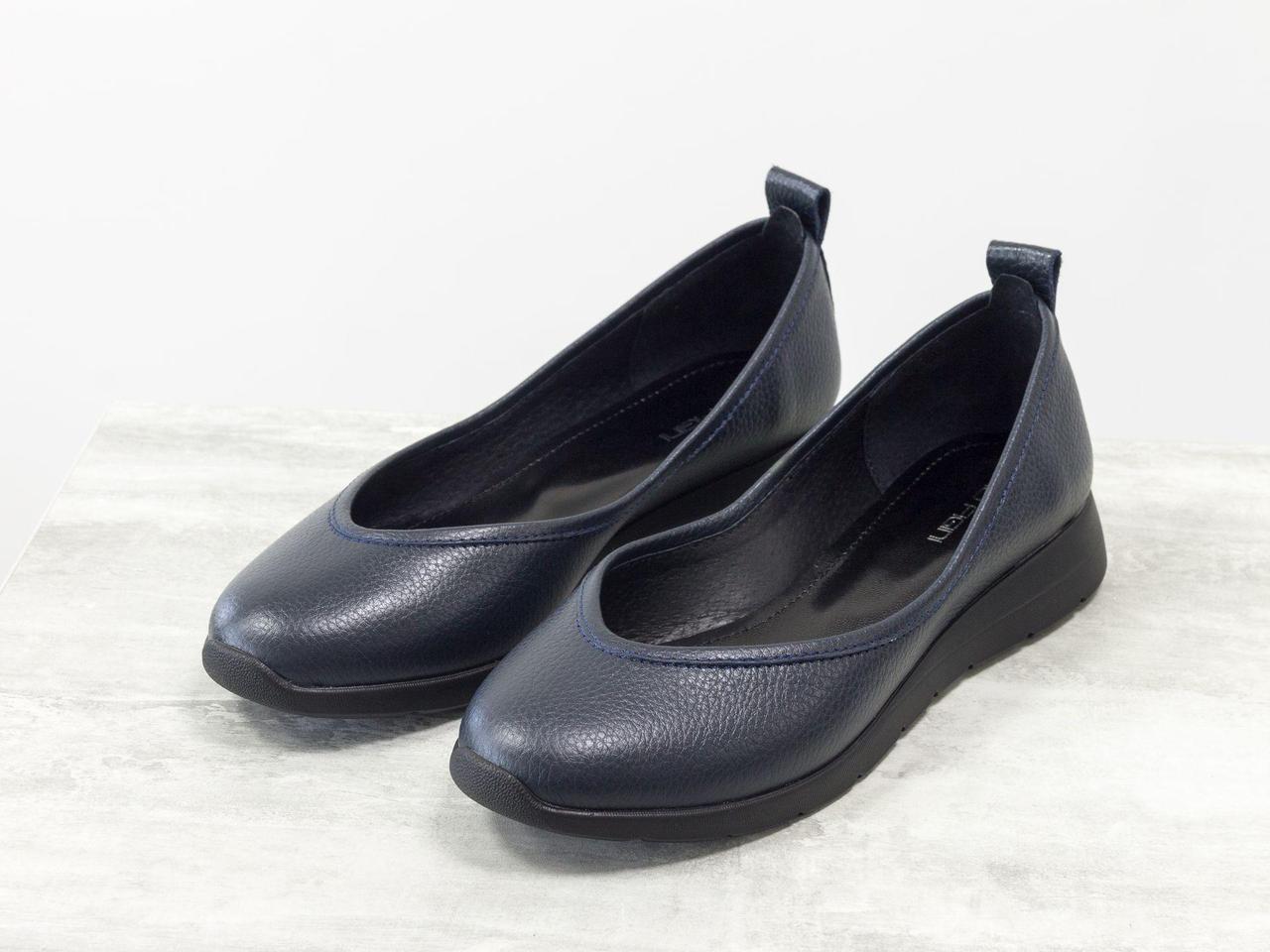 Удобные легкие туфли из натуральной кожи синего цвета на подошве в спортивном стиле