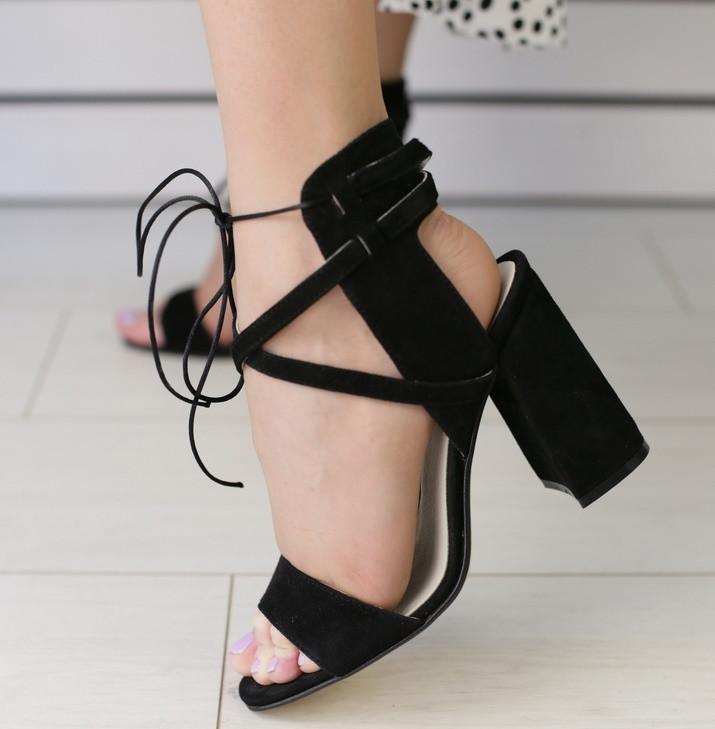 2ac1fd267 Модные замшевые босоножки на высоком устойчивом каблуке с ремешками черные  TE62IK02FS