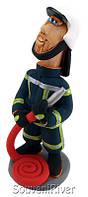 """Статуэтка """"Пожарник с пожарным шлангом (молодой)"""""""