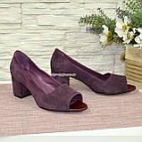 Туфли замшевые с открытым носком, на невысоком устойчивом каблуке, цвет фиолет, фото 3