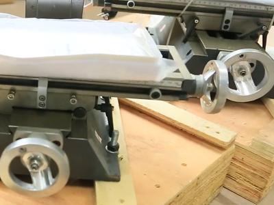 Регулировка положения рабочего стола сверлильно-фрезерного станка FDB Maschinen BF 16 VT