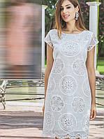 Хлопковое молочное приталенное платье с коротким рукавом и круглым вырезом (S)