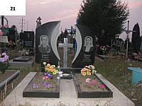 Подвійний пам'ятник на могилу хрест із граніту з квітником
