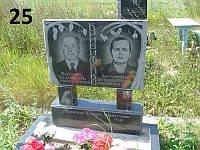 Подвійний пам'ятник дерево з граніту та квітник на могилу