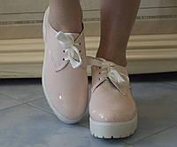 Женские стильные светлые лакированные туфли на шнуровке и толстой тракторной подошве. Арт-0433, фото 1