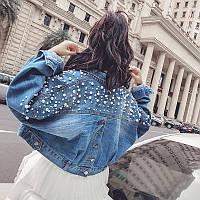 Женская джинсовая куртка с бусинами синяя