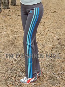 Женские спортивные штаны Adidas. Распродажа 44, серый с голубыми лампасами