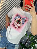 Белая женская футболка с пришитой аппликацией