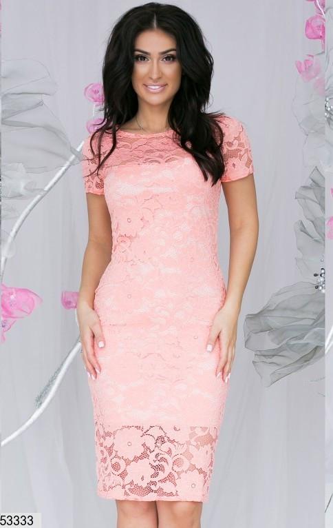 Женское платье до колен облегающее короткий рукав гипюр цвет персиковый