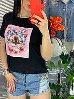 Женская черная футболка с аппликацией котёнок