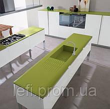 Кухня с фасадами из пластика на ДСП на фурнитуре Blum или Hettich