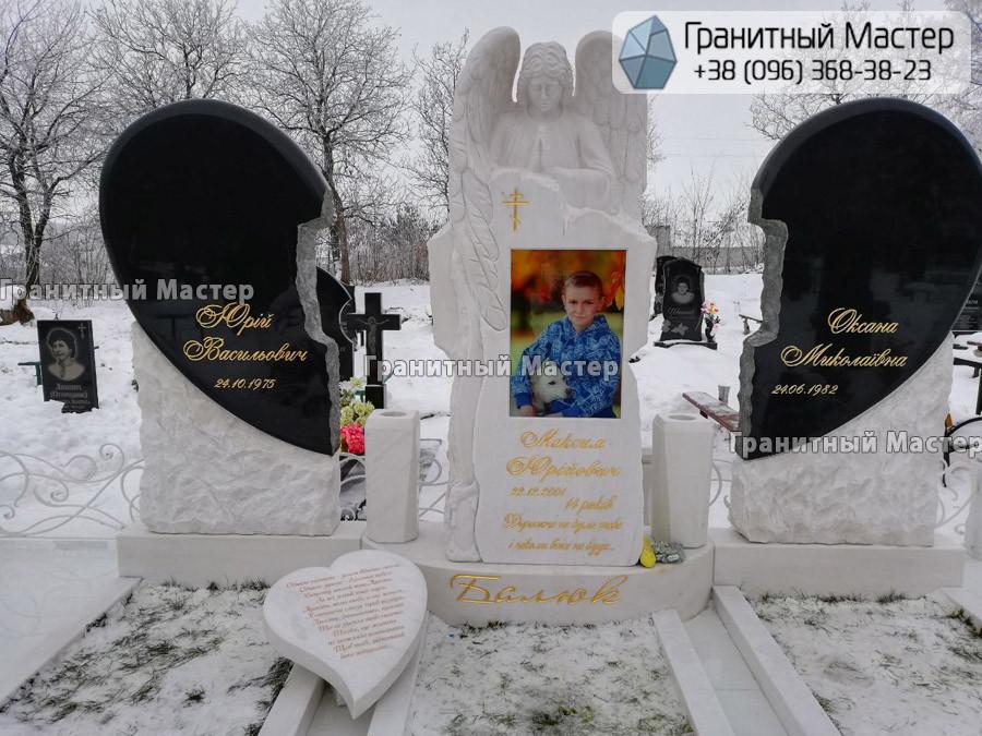 Детский памятник с мраморным ангелом и сердцами. Черкасская обл. г. Монастырище